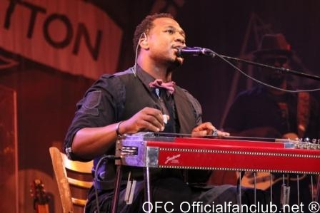 Photo: Official Fan Club, Inc. - Robert Randolph at Summerfest Milwaukee June 27, 2010